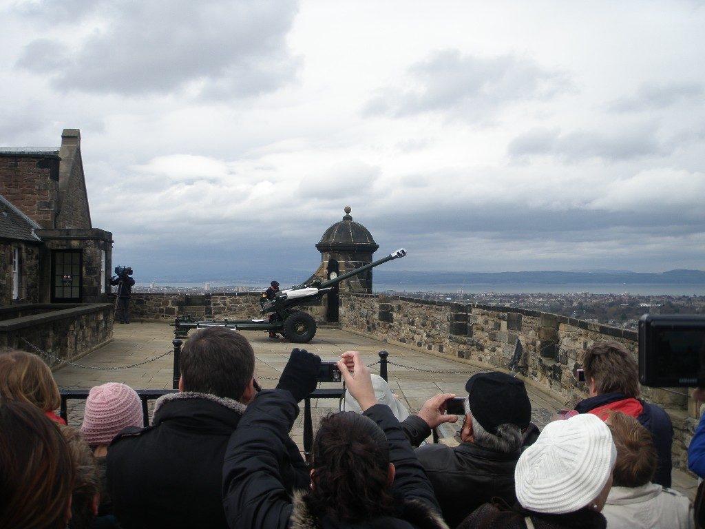 Σκωτία - Εδιμβούργο ρύθμιση ώρας με κανονιοβολισμό