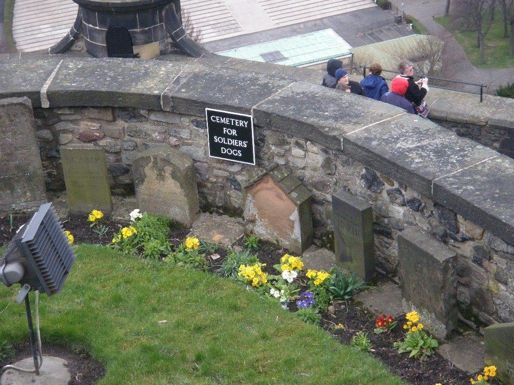 Σκωτία - Εδιμβούργο-κάστρο-νεκροταφείο στρατιωτικών σκύλων